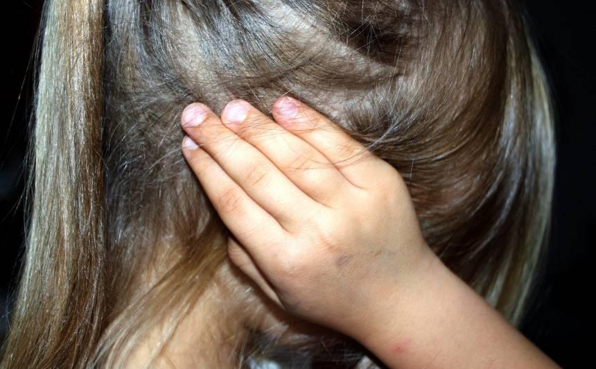 Nepatīkami šokējoši dati: Latvijā katrs trešais skolēns <strong>cieš no emocionālās vai fiziskās vardarbības</strong>