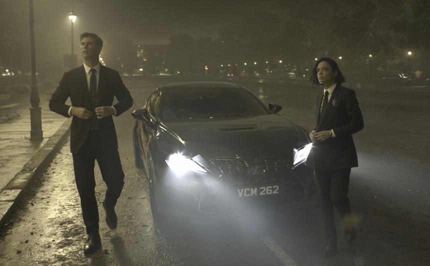 VIDEO: <strong><em>Lexus RC F</em></strong> kupeja kļuvusi par jaunās <em>Vīri melnā</em> filmas oficiālo auto