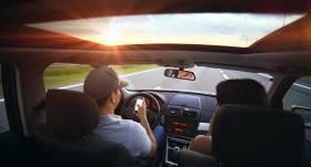 <strong>10 noderīgi ieteikumi</strong> drošai braukšanai vasarā