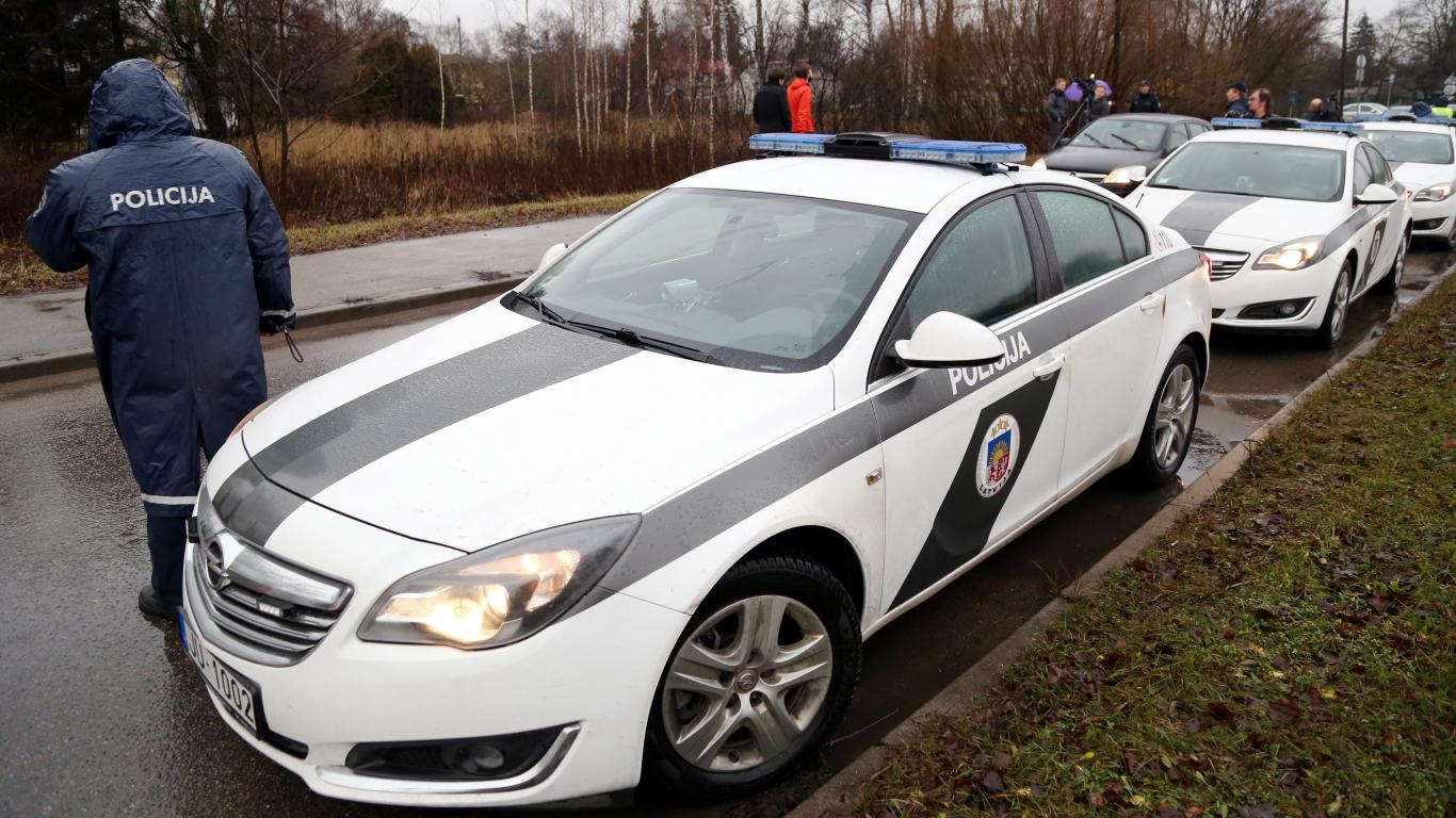 Policija svētku laikā <strong>pastiprināti kontrolēs</strong> satiksmes dalībniekus