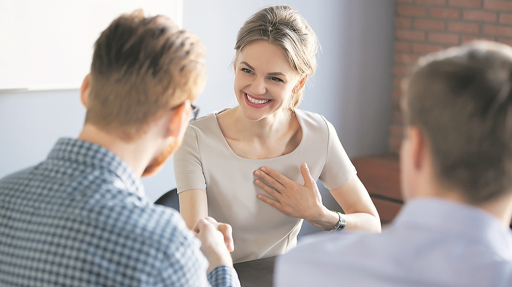 5 padomi, kā <strong>pareizi pieņemt komplimentus</strong>