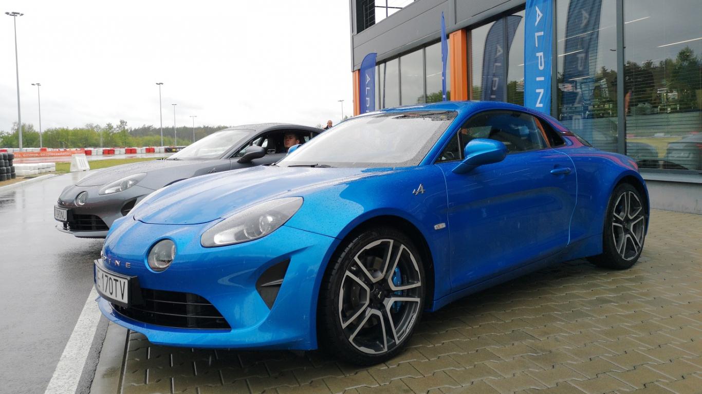 Testējam ārzemēs — <strong><em>Alpine A110</em></strong> un <em>Renault Megane R.S. Trophy</em>