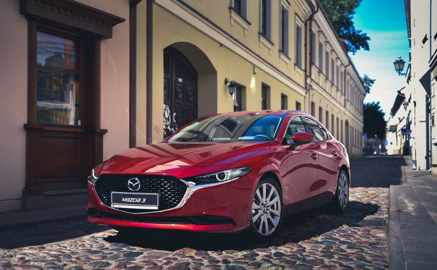 Latvijā ieradies <em>Mazda3</em> sedans ar <strong>jauno <em>Skyactiv-X</em> dzinēju</strong>