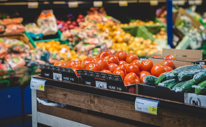 Latvijā veikalu vidū pastāv būtiskas <strong>augļu un dārzeņu cenu atšķirības</strong>