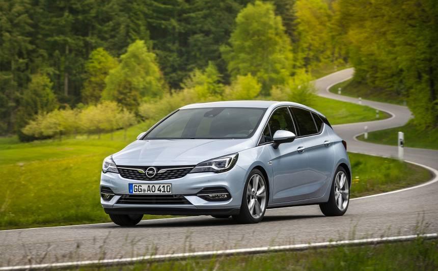 <em>Opel</em> prezentējis <strong>modernizēto <em>Astra</em></strong>