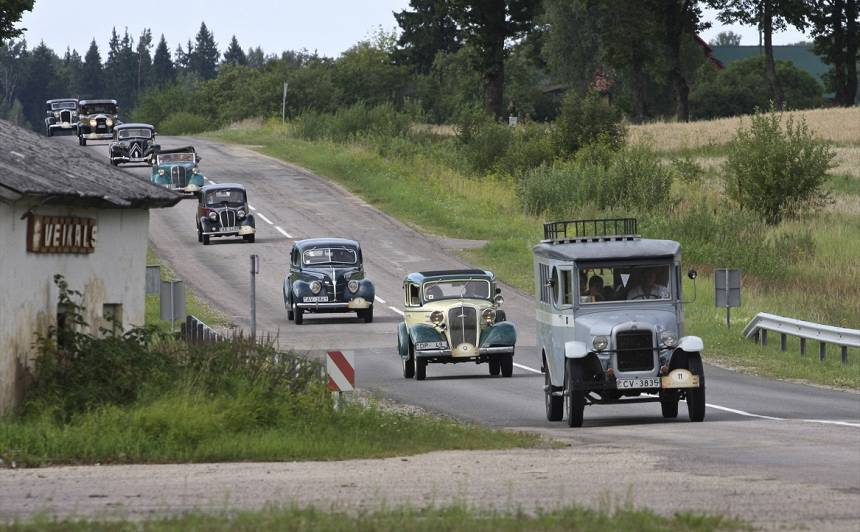 <strong>Antīko automobiļu</strong> brauciens <em>Retromance</em> ieradīsies Kuldīgas pilsētas svētkos
