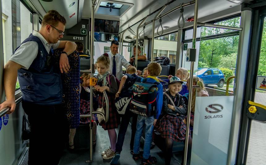 <strong>Rīgas skolēnu vecākus</strong> aicina internetā pieteikties Skolēna e-kartei