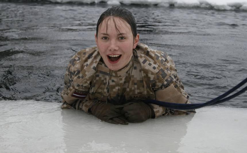 Kāda ir sievietes dzīve <strong>Latvijas armijā?</strong>
