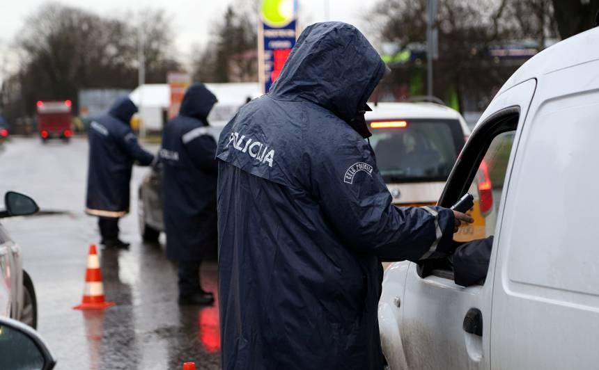 Policija: <strong>Dzērājšoferus sodi nebaida,</strong> jaunieši mēdz pat kūdīt uz braukšanu reibumā