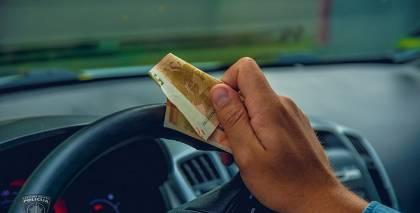 <em>Škoda</em> vadītājam par 20 eiro kukuļdošanu <strong>draud 5 gadi cietumā</strong>