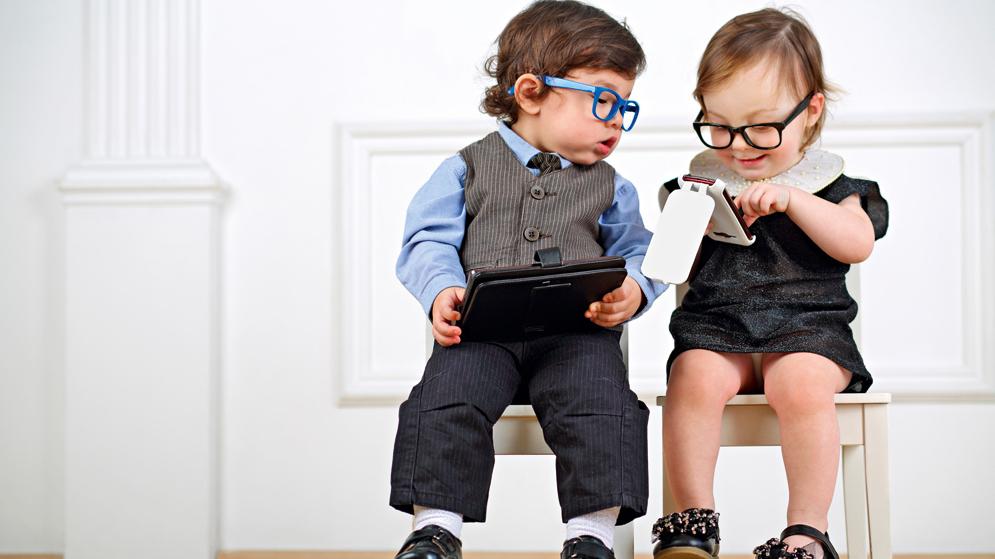 <strong>Kas notiek ar bērna smadzenēm,</strong> ilgstoši lietojot mobilās ierīces?