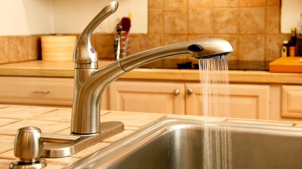 <strong>Ūdens jaucējkrāns virtuvei</strong> — kādu izvēlēties?