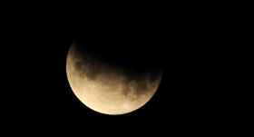 Latvijā būs novērojams daļējs <strong>Mēness aptumsums</strong>