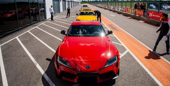 Testējam ārzemēs — <strong><em>Toyota Supra</em></strong> pirmais testa brauciens