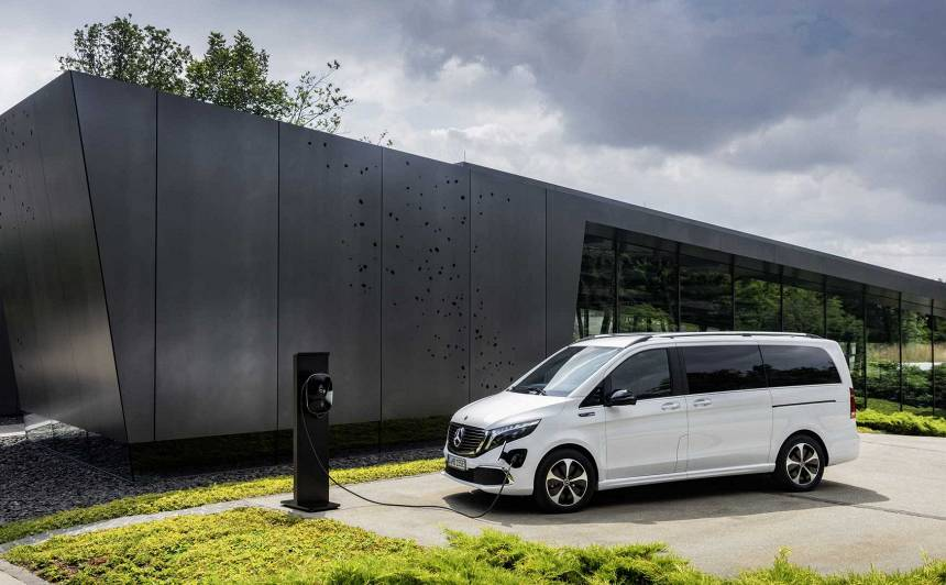 Pasaulē pirmais elektriskais premium mikroautobuss – <strong><em>Mercedes-Benz EQV</em></strong>