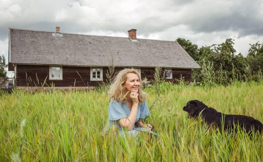 Politiķe Inese Lībiņa-Egnere iepūtusi dzīvību <strong>simtgadīgai lauku mājai</strong>