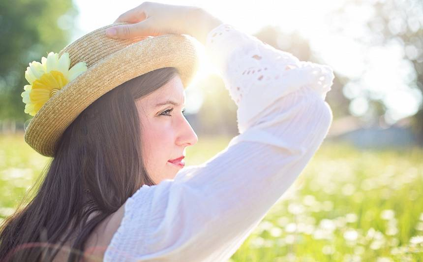 7 padomi, kā iegūt <strong>starojošu sejas ādu vasarā</strong>