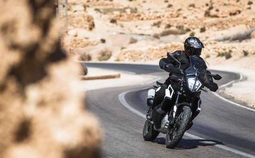 Apliecinājums ambīcijām un pašpārliecībai — <strong>testējam jauno <em>KTM 790 Adventure (R)</em></strong>