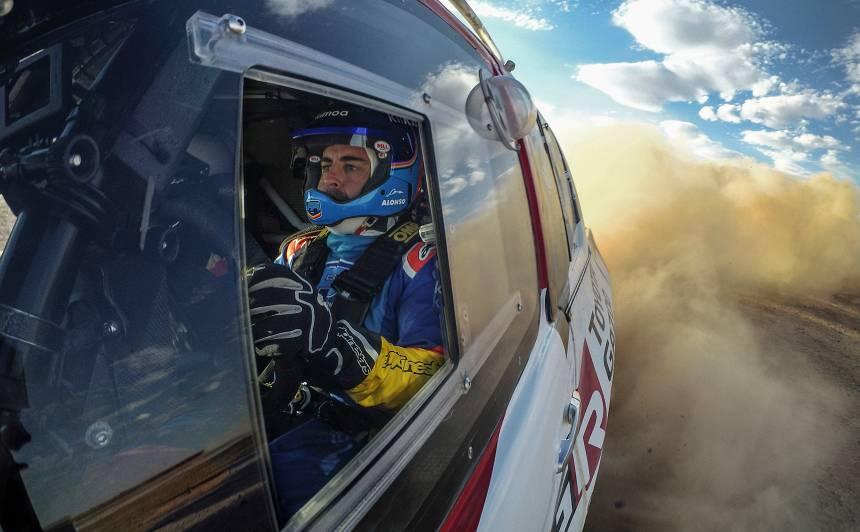 Fernando Alonso gatavojas <strong>debijai Dakaras rallijā</strong>