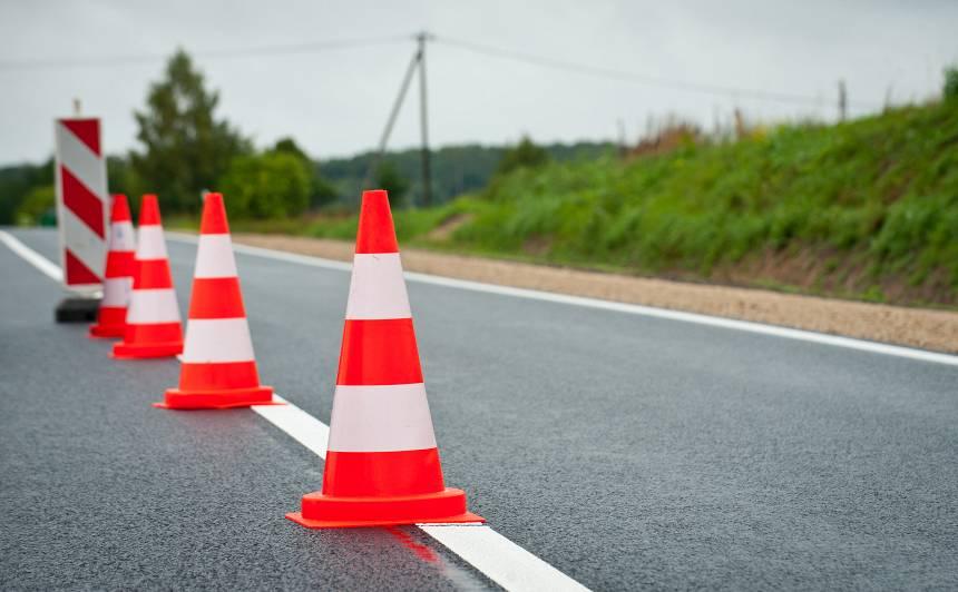 Ceļu remonti norit visā Latvijā — <strong>apkopoti karstākie punkti</strong>