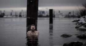 Oskars Vizbulis: <strong>«Runājot par ziemas peldēšanu, bieži nepiemin to, ka salst»</strong>
