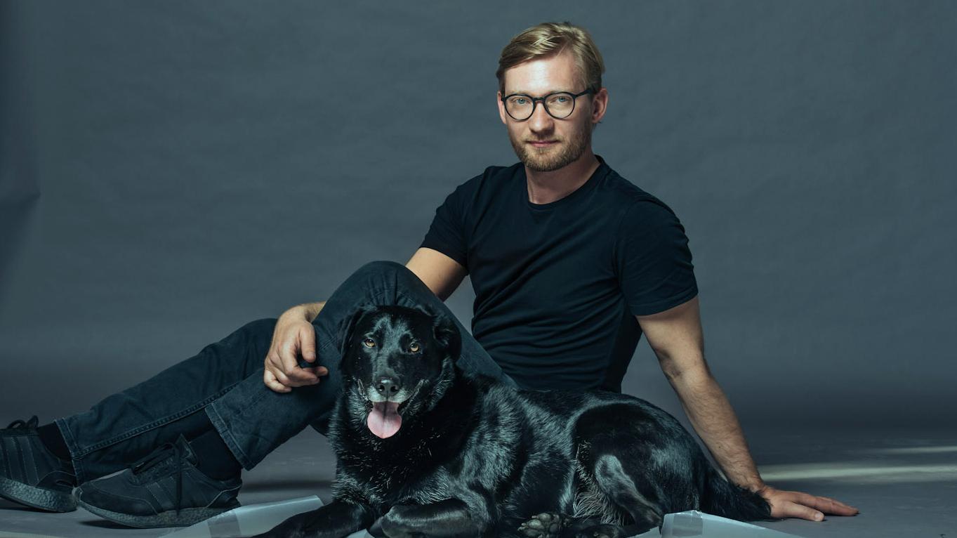 Fotostāsts par beznosacījuma draudzību: <strong>Vīrietis un suns</strong>