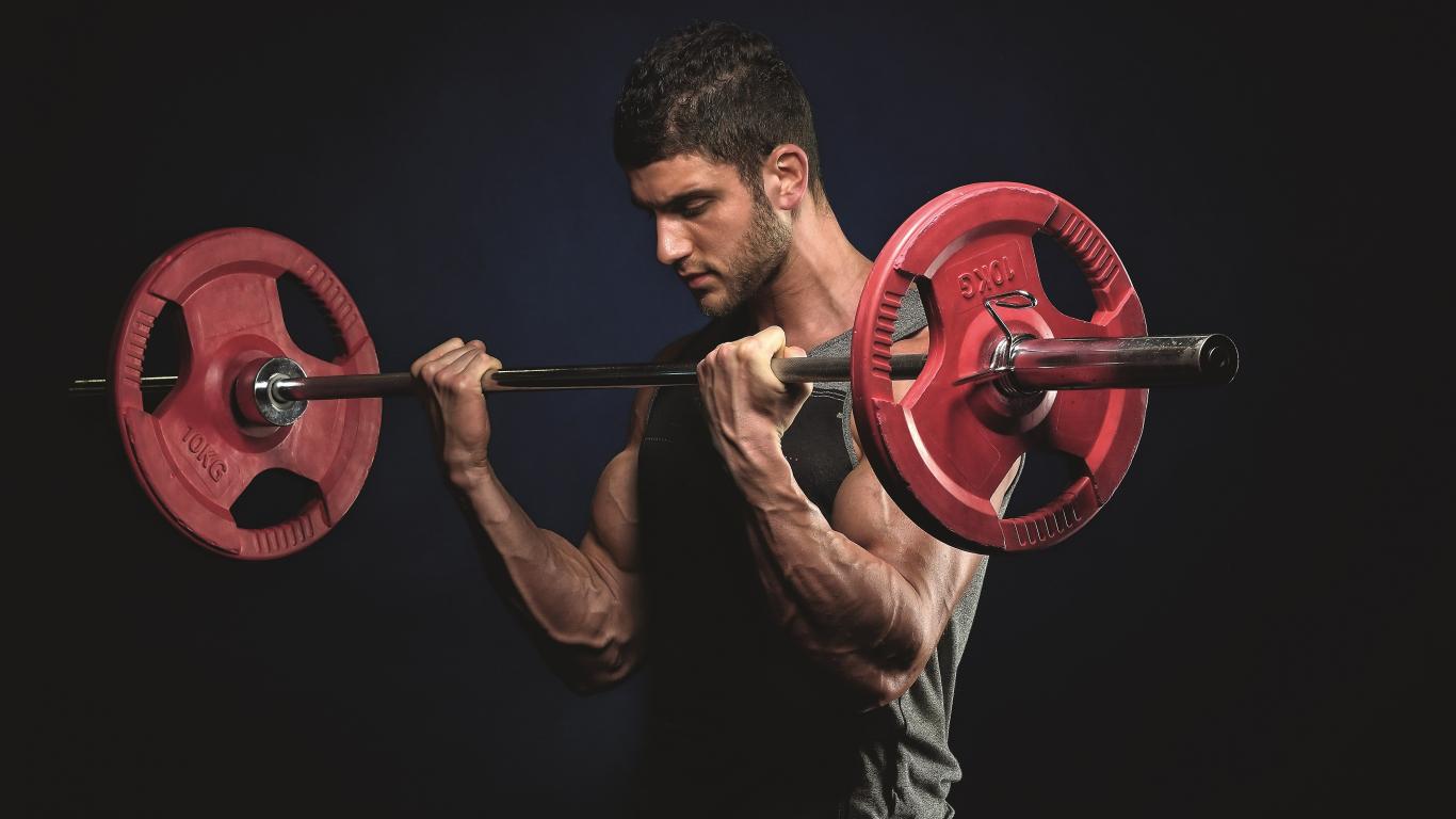 <strong>Svaru cīņa –</strong> brīvie svari pret svaru trenažieri