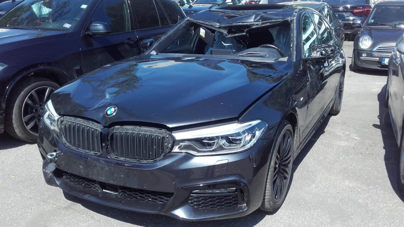 FOTO: <strong><em>BMW</em> notriec alni un tiek norakstīts,</strong> zaudējumi sasniedz 52 000 eiro