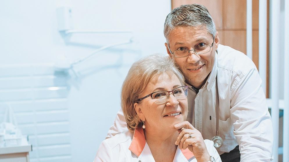 <strong>Kā izaudzināt dēlu par foršu vīrieti?</strong> Ģimenes ārsta Edgara Tirāna mammas stāsts