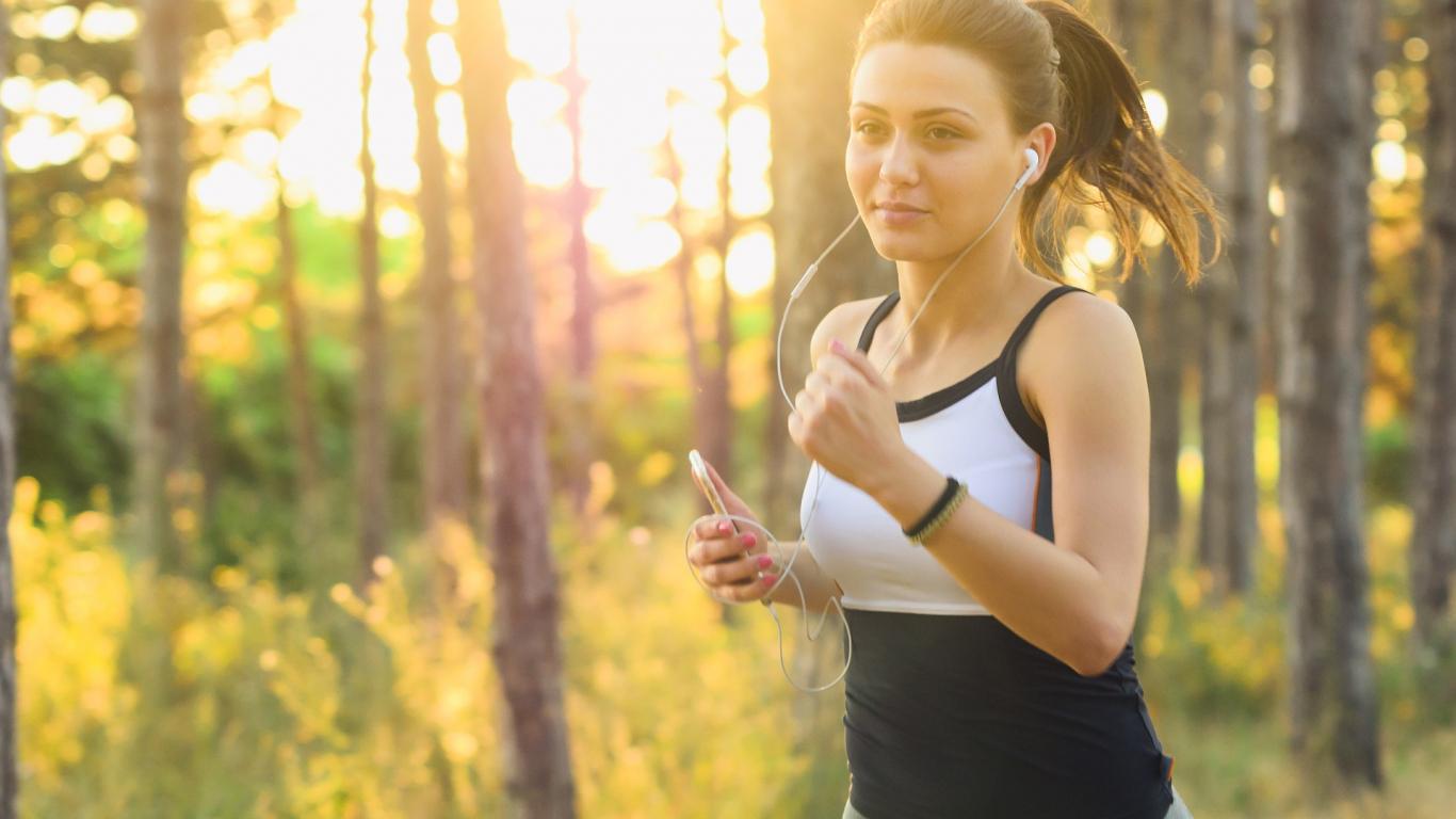 <strong>Kā skriešanas laikā pareizi normalizēt pulsu,</strong> lai atjaunotu elpošanu?