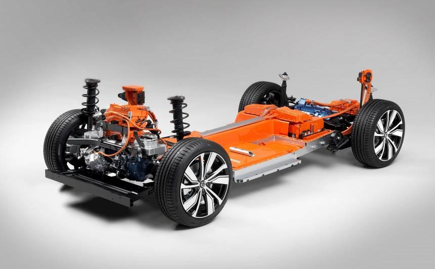VIDEO: <em>Volvo</em> iepazīstina ar <strong>zīmola pirmo elektroauto <em>XC40</em></strong>