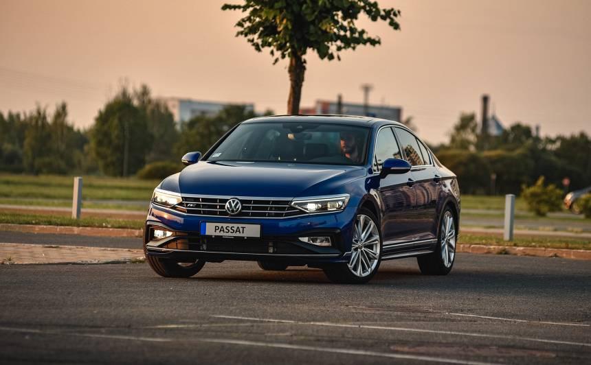 VIDEO: Latvijā ieradies <strong>atjaunotais <em>Volkswagen Passat</em></strong>