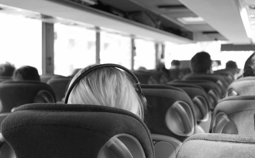 VIDEO: CSDD aicina starppilsētu autobusos <strong>lietot drošības jostas</strong>