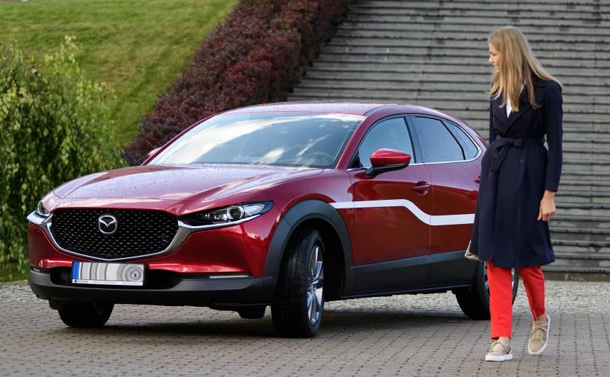 <strong><em>Mazda CX-30</em> krosovers</strong> ieradies Latvijā