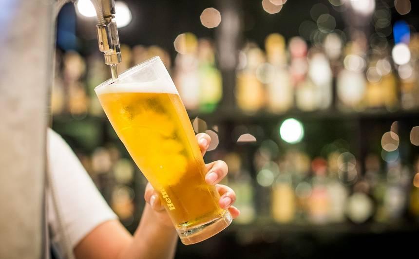 Šovasar Latvijā <strong>izdzerts vairāk kā miljons litri alus</strong>