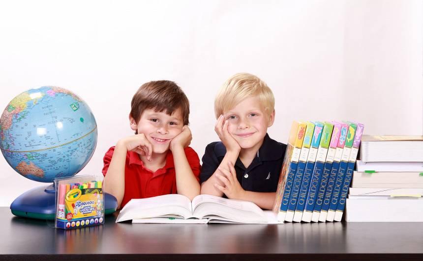 Pētījums: <strong>Puse aptaujāto vecāku tērē līdz 150 eiro,</strong> lai iegādātos skolai nepieciešamās preces