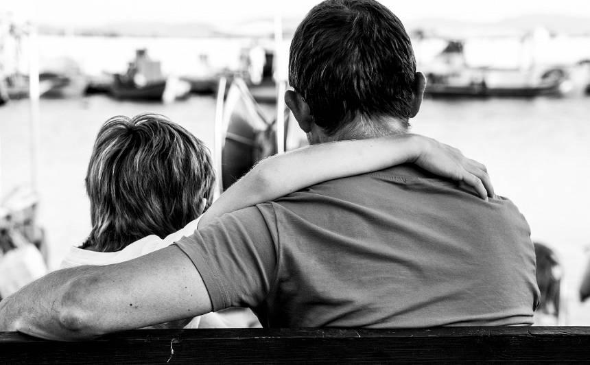 4 grūtas tēmas, par kurām <strong>tētim runāt ar pusaudzi</strong>