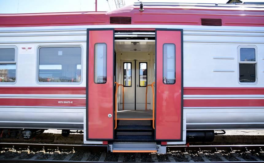 Vēlas samazināt nepieciešamo <strong>latviešu valodas prasmes līmeni vilciena konduktoriem</strong>