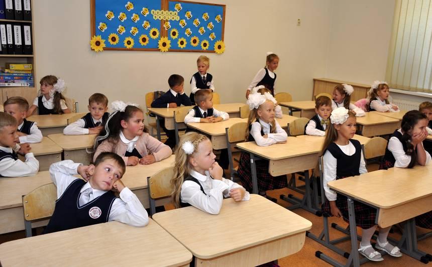 Jaunajā mācību gadā <strong>skolas solos sēdīsies aptuveni 215 000 skolēnu</strong>