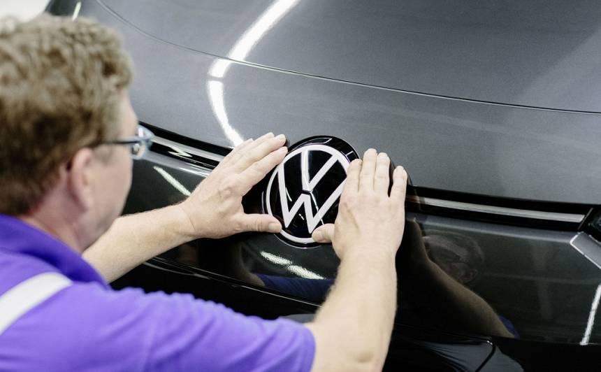 <strong><em>Volkswagen</em> mainījis gan savu logo,</strong> gan zīmola dizainu