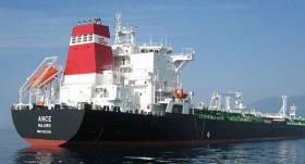Bruņoti pirāti pie Āfrikas krastiem <strong>sagūsta apkalpi un aplaupa Latvijas tankkuģi</strong>