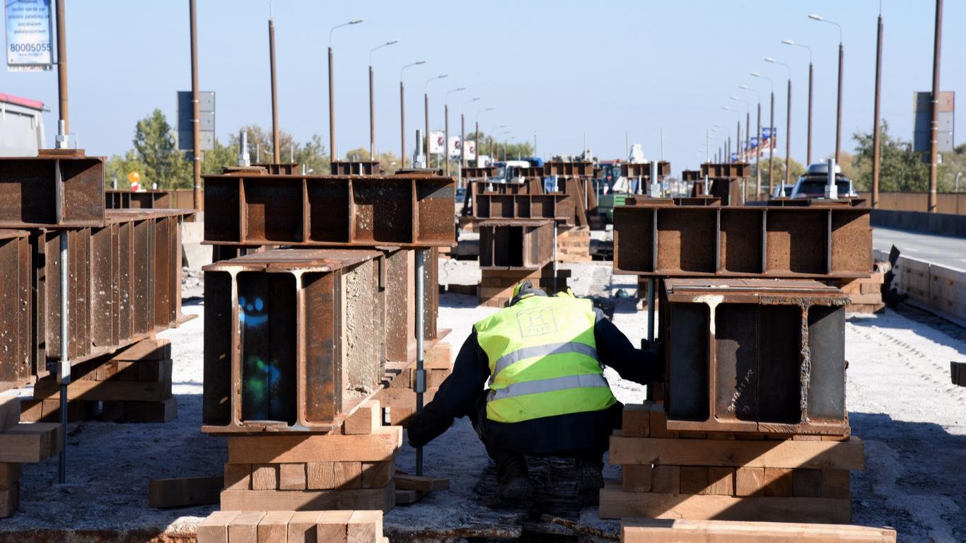Salu tilta remontdarbu laikā <strong>gājis bojā cilvēks</strong>