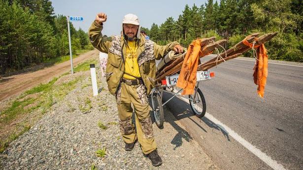 Sibīrijas šamanis devies 8000 km ceļā līdz Maskavai, lai <strong>padzītu «dēmonu» Putinu</strong>