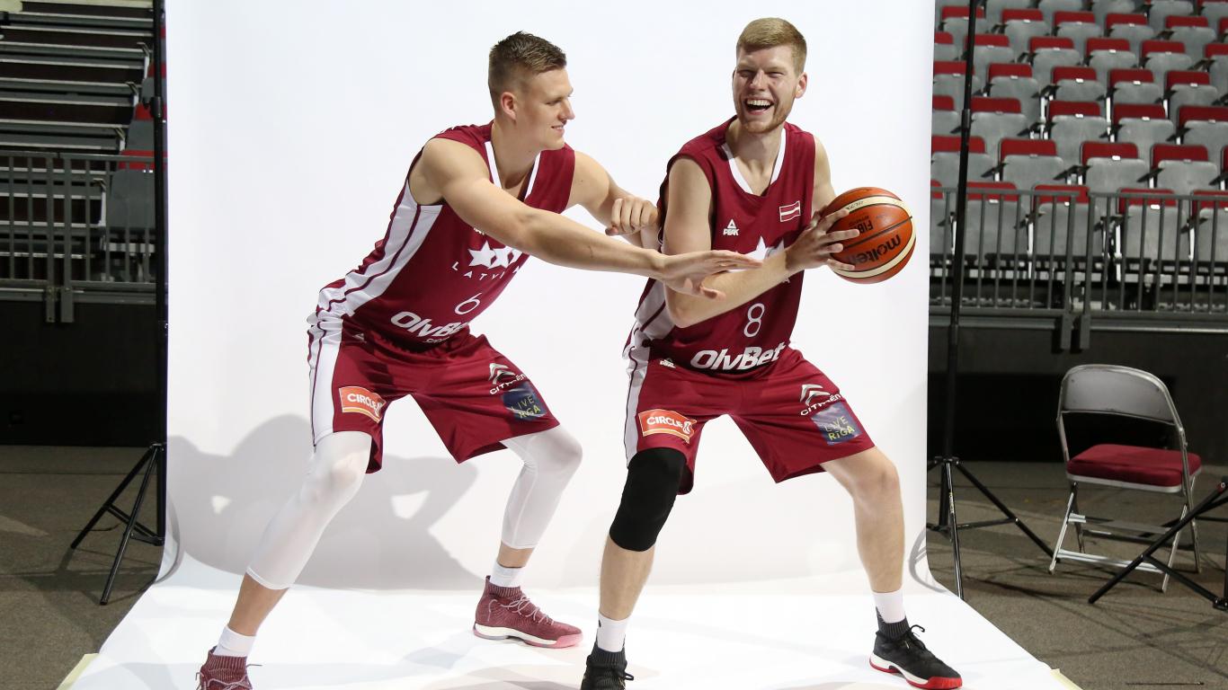 <strong>Porziņģa un Bertāna</strong> NBA sezonas pirmā savstarpējā spēle tiks veltīta Latvijai