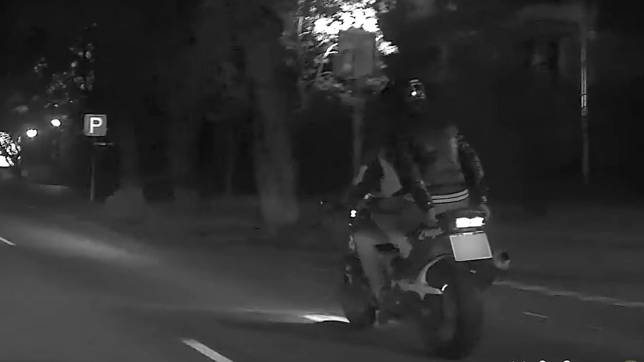 VIDEO: <strong>Motociklists Liepājā ar 216 km/h bēg no policijas</strong> — vadītājs bijis reibumā un bez tiesībām