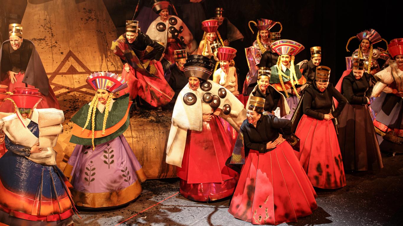 FOTO: Pirmizrādi piedzīvojusi <strong>Imanta Kalniņa opera <em>Spēlēju, dancoju</em></strong>