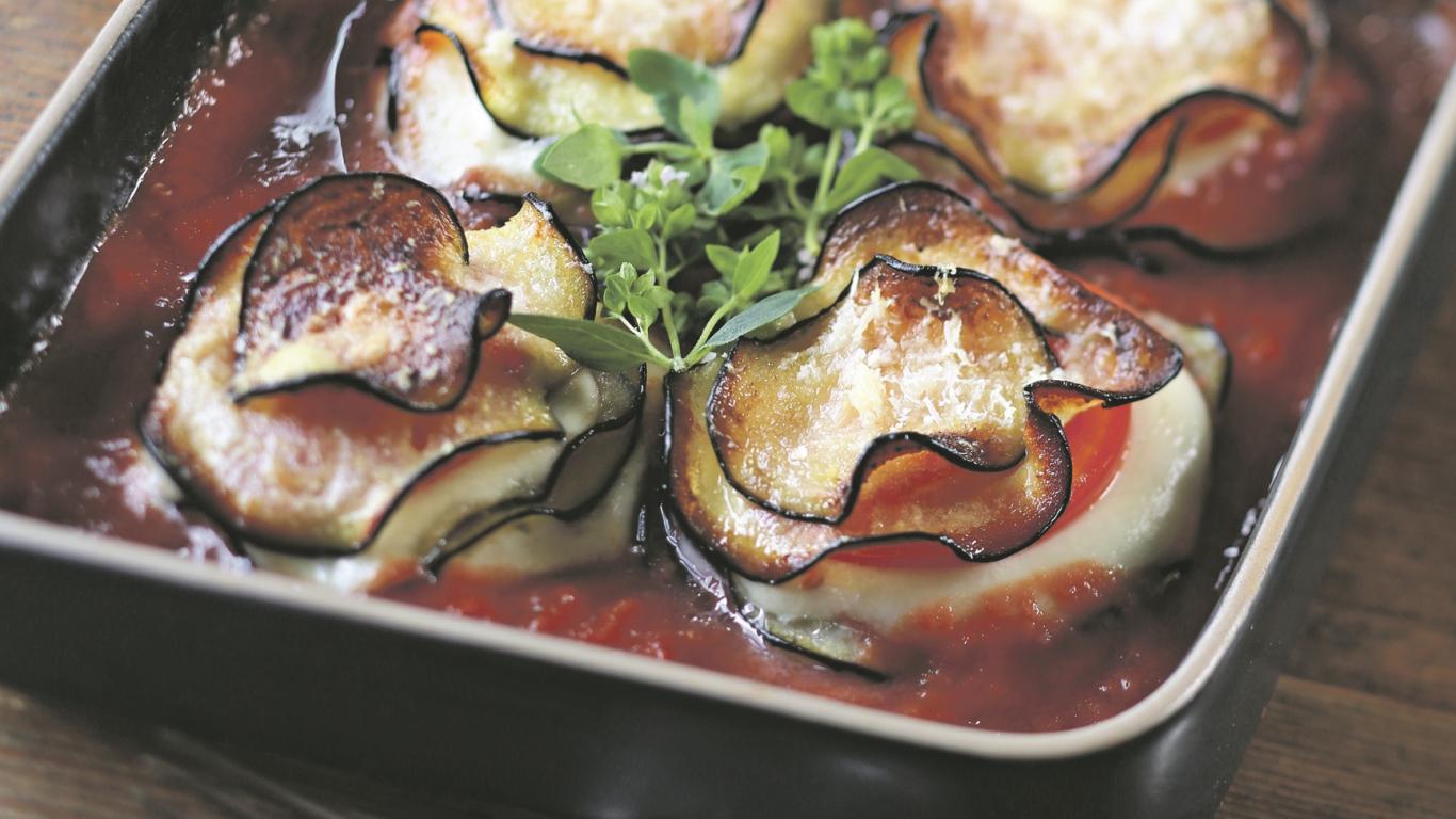 Baklažānu, mocarellas un <strong>tomātu kārtojums</strong>