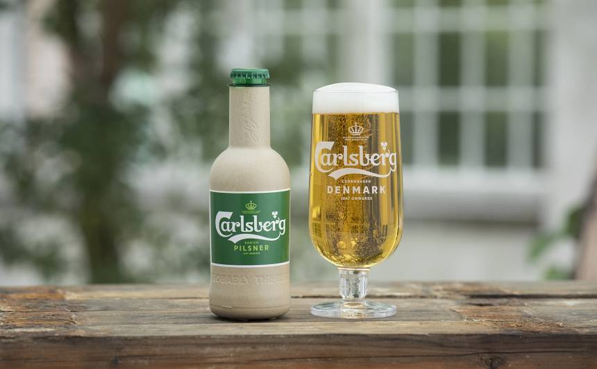 VIDEO: <em>Carlsberg</em> izstrādājis <strong>pasaulē pirmo papīra alus pudeli</strong>