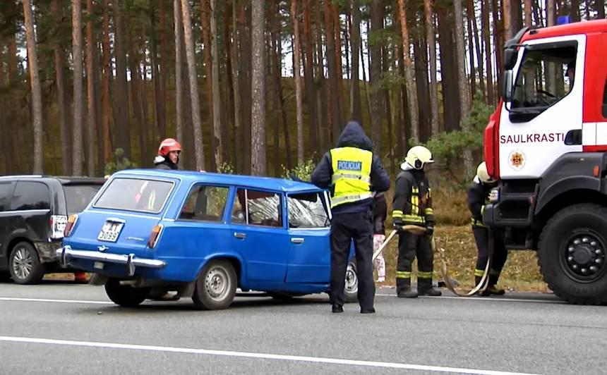 <strong><em>Žigulītis</em> uz Tallinas šosejas izraisa vairāku auto avāriju</strong> — cietušie nogādāti slimnīcā