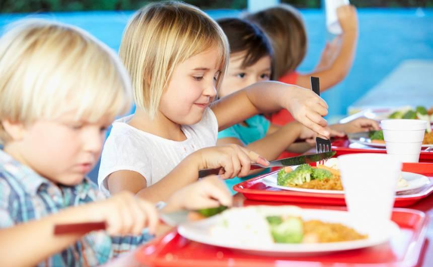 Pašvaldībām būs finansiāli jāpiedalās <strong>jaunāko klašu skolēnu ēdināšanā</strong>